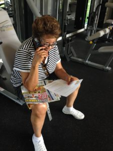 9-0-mom-works-out